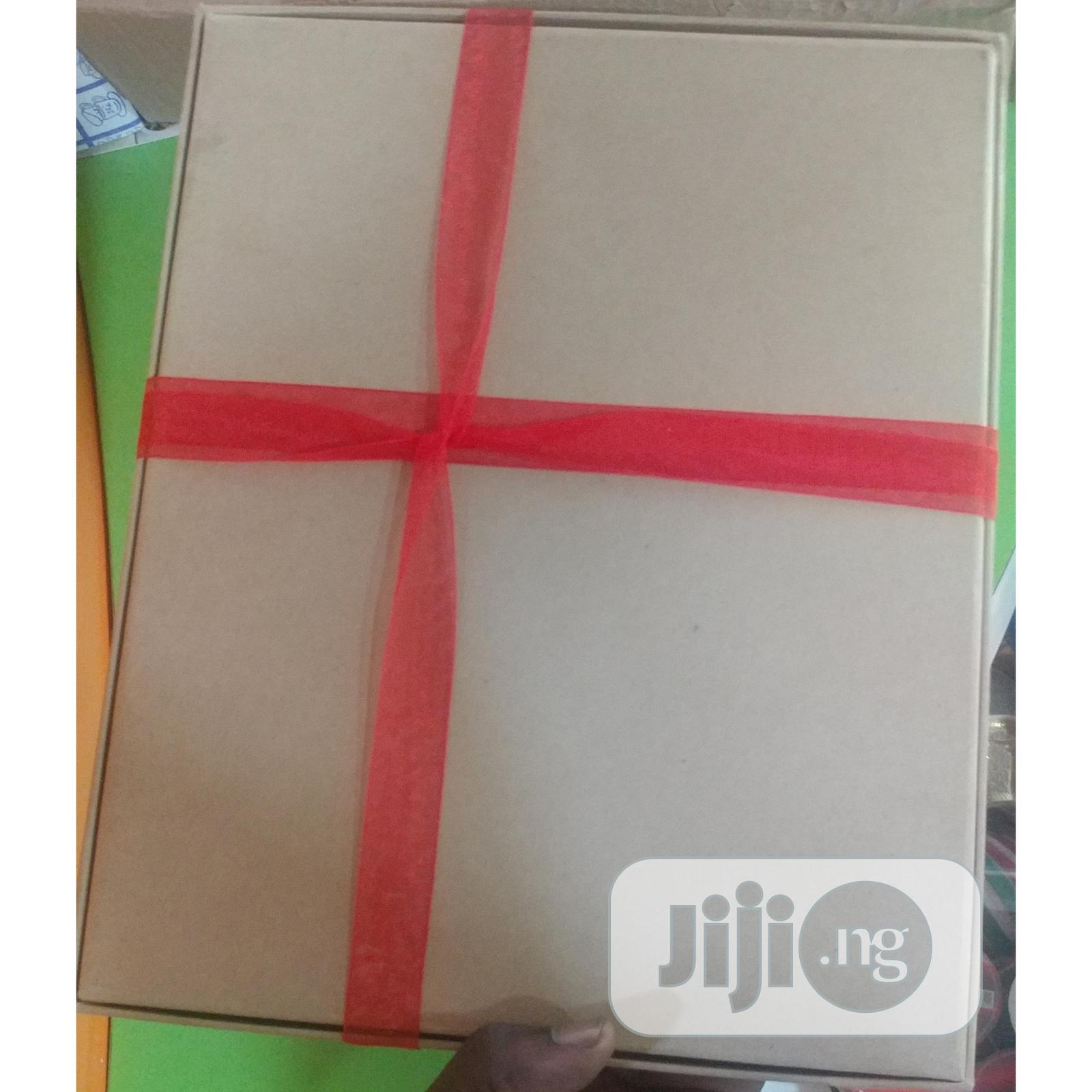 Archive: Portable Gift Box