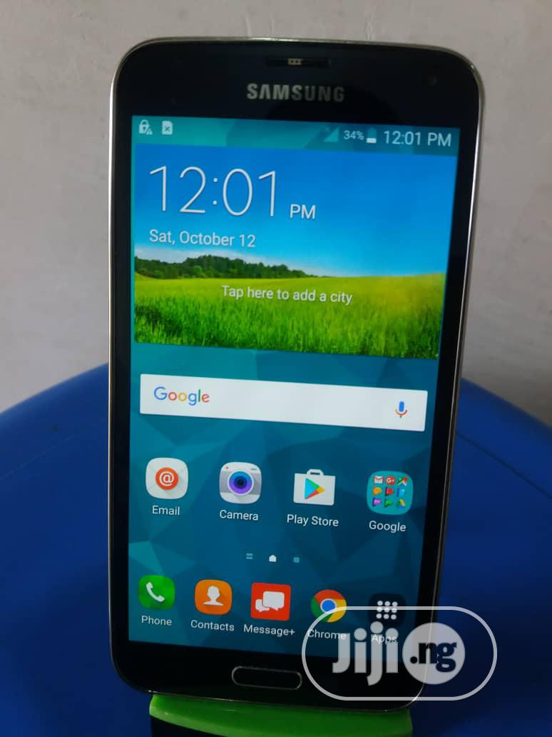 Archive: Samsung Galaxy S5 16 GB Black