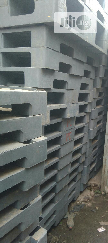 Stackable Clean Ash Rubber Pallets