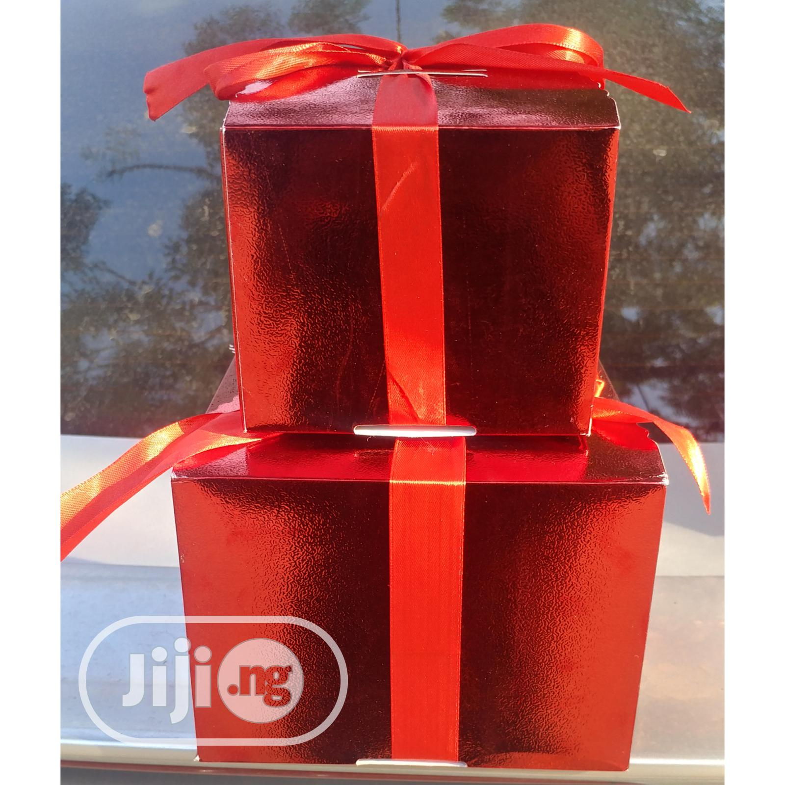 Archive: 2 Piece Gift Box With Ribbons