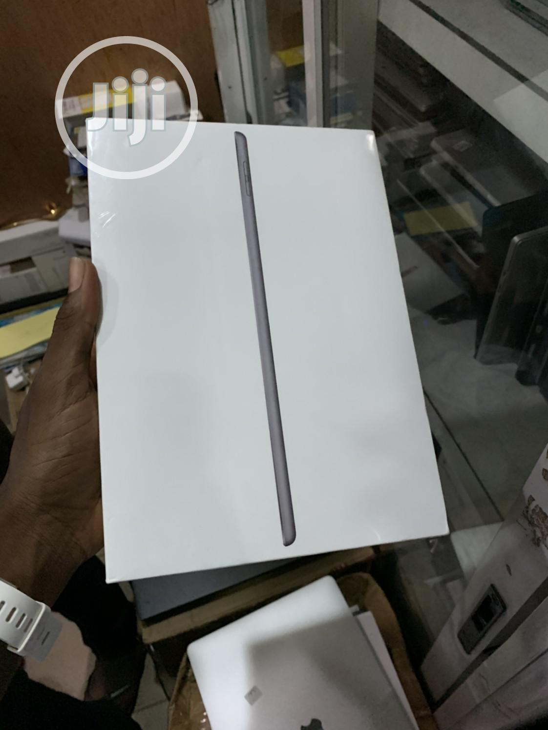 Archive: New Apple iPad 9.7 32 GB Gray