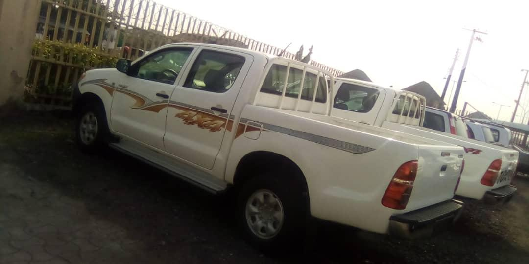 Toyota Hilux 2012 2.0 VVT-i SRX White   Cars for sale in Amuwo-Odofin, Lagos State, Nigeria