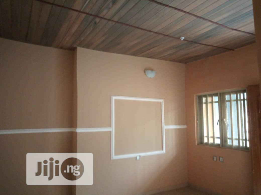To Let. Excecutive Furnished 2bedroom Flat at Oke Afa, Bucknor Area | Houses & Apartments For Rent for sale in Isolo, Lagos State, Nigeria