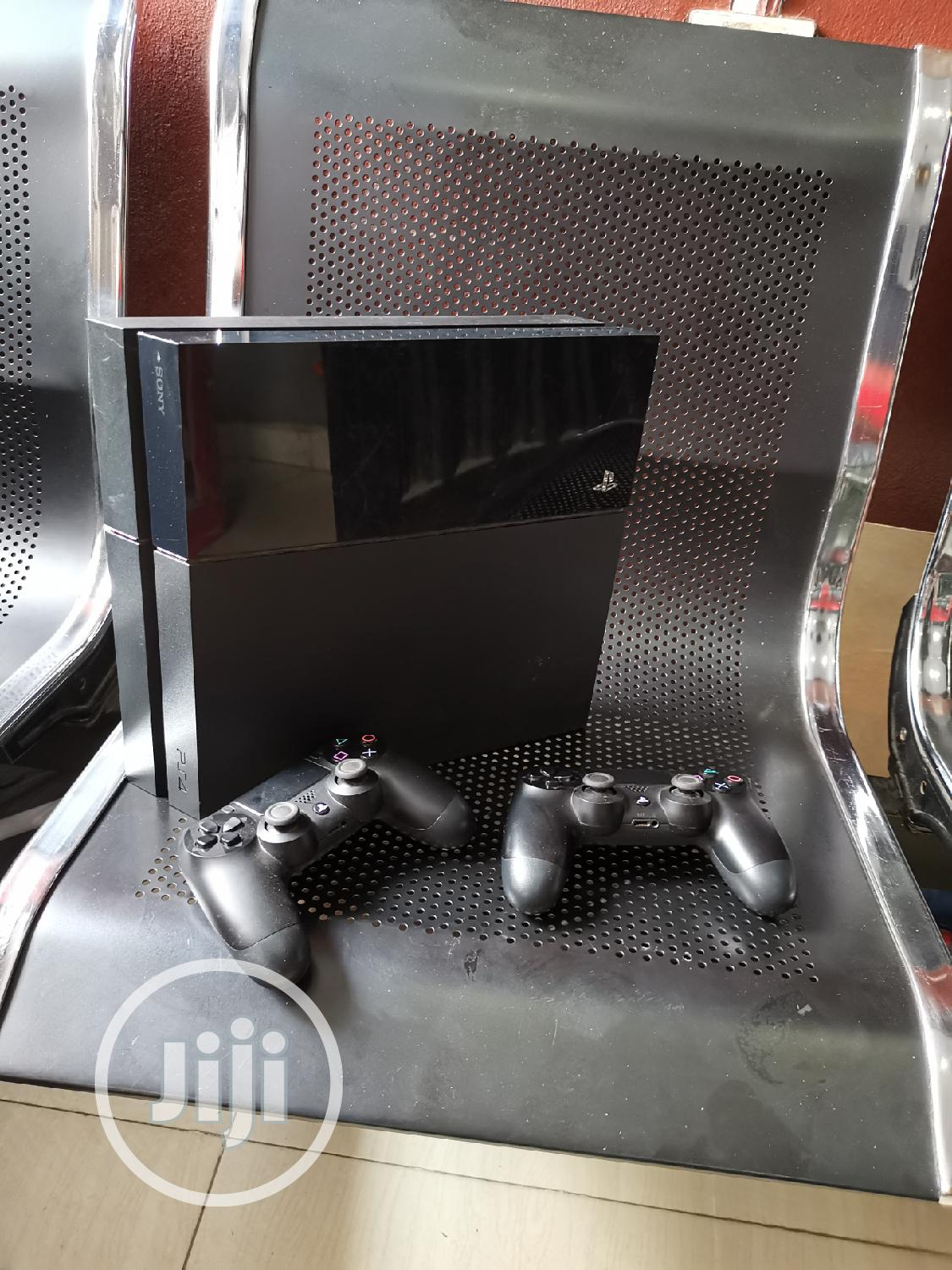 UK Used Playstation 4 With 2pads