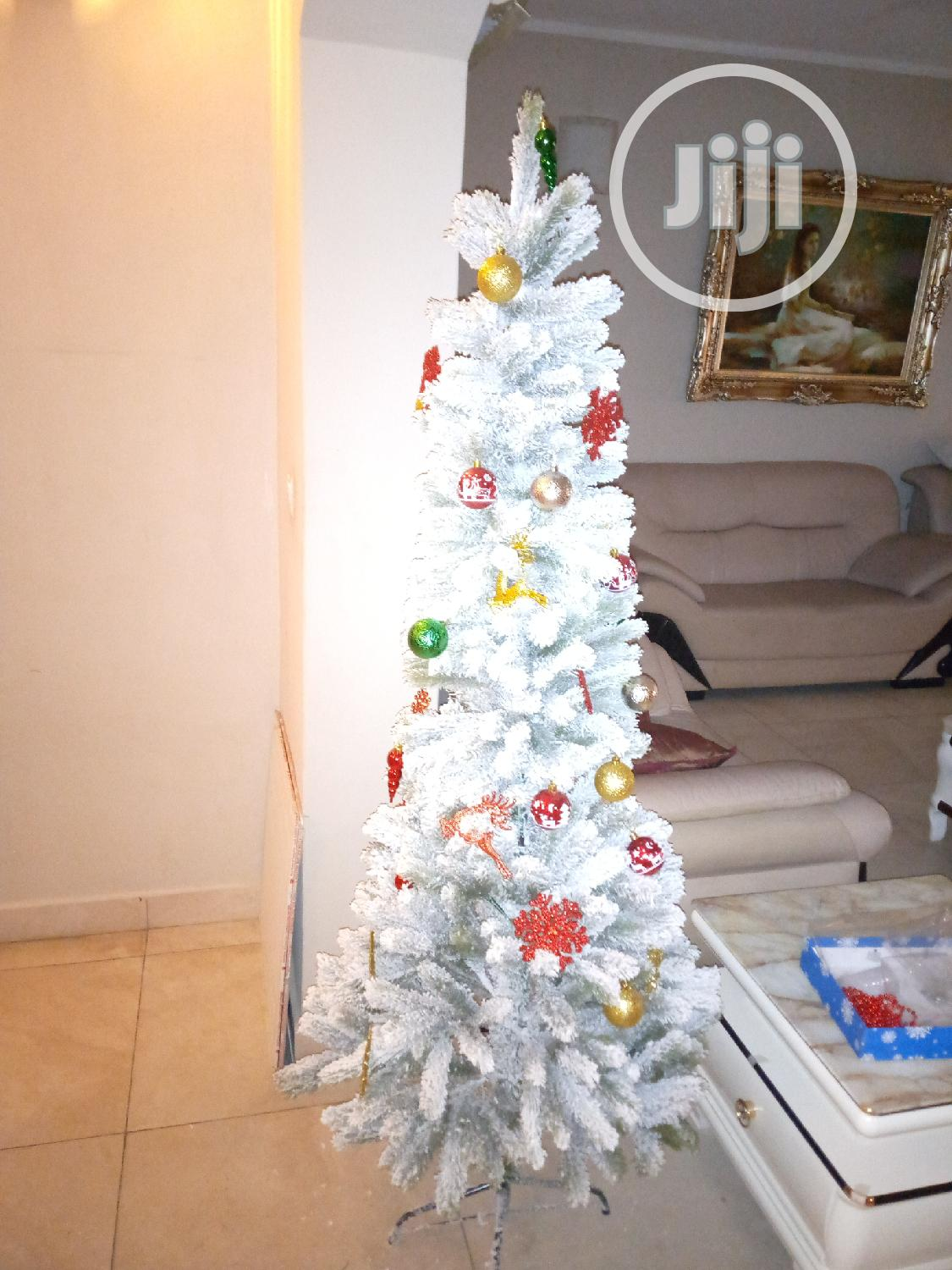 Archive: Snow White Christmas Tree