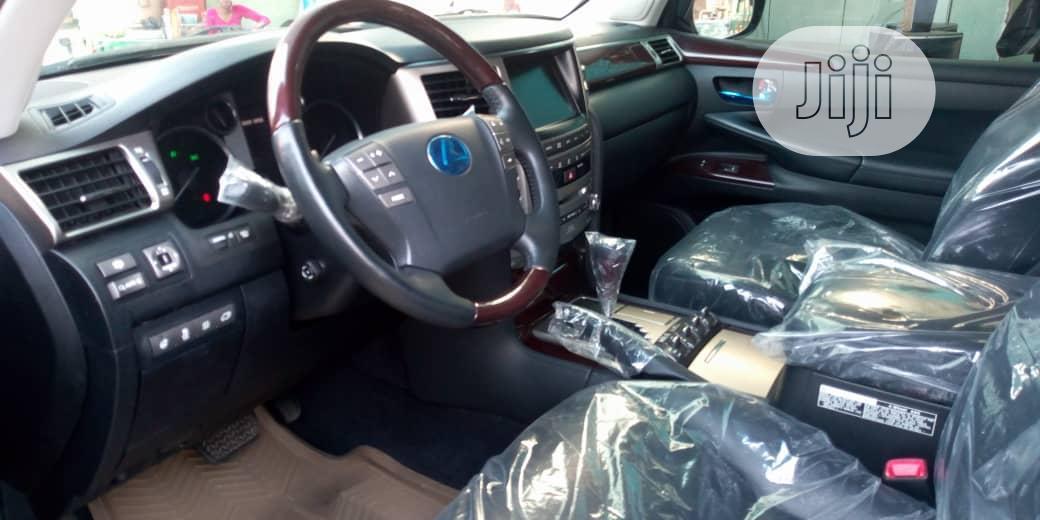 Archive: Lexus LX 2014 Black