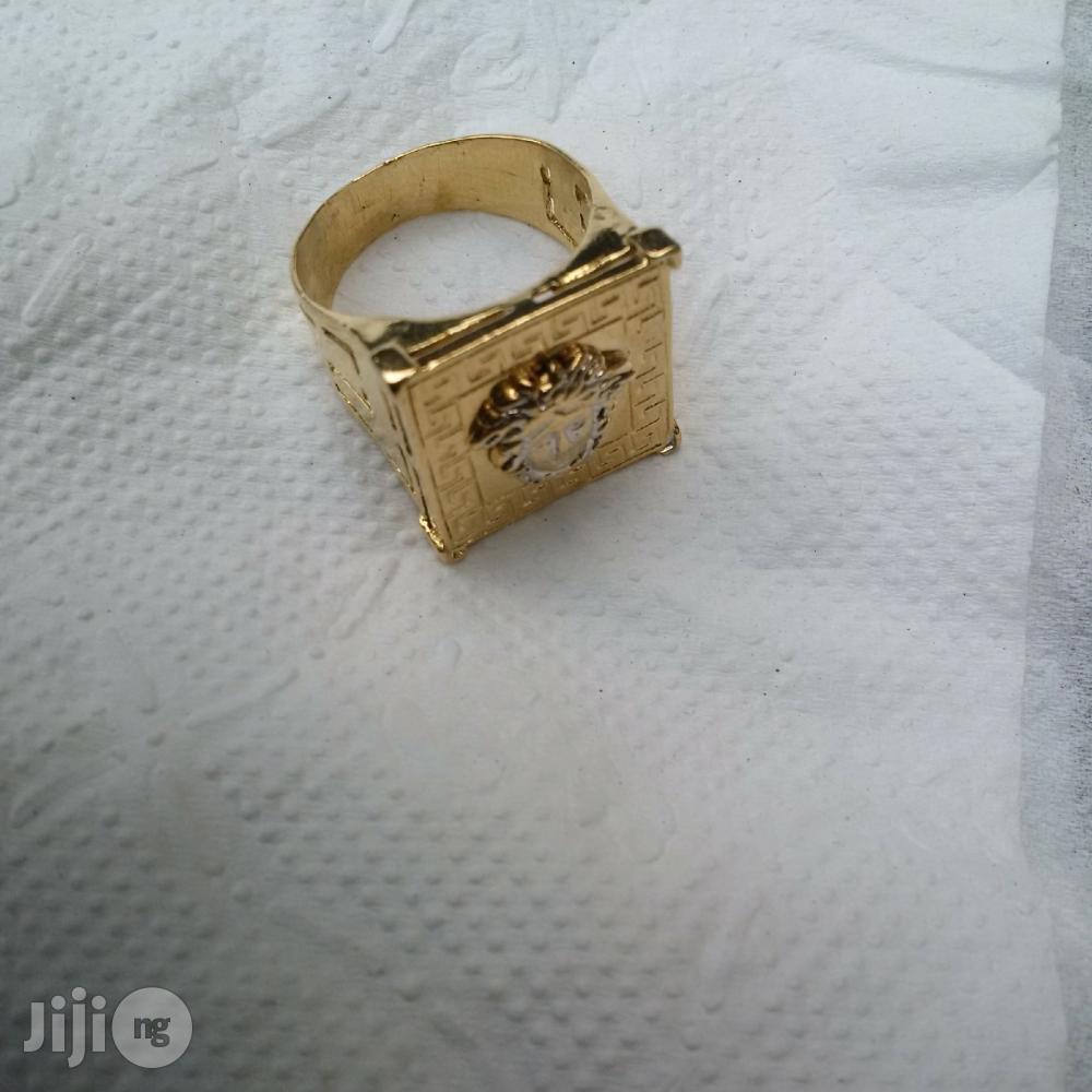 Solid ITALY 750 Gold Fashion Ring Vasae Logo Design