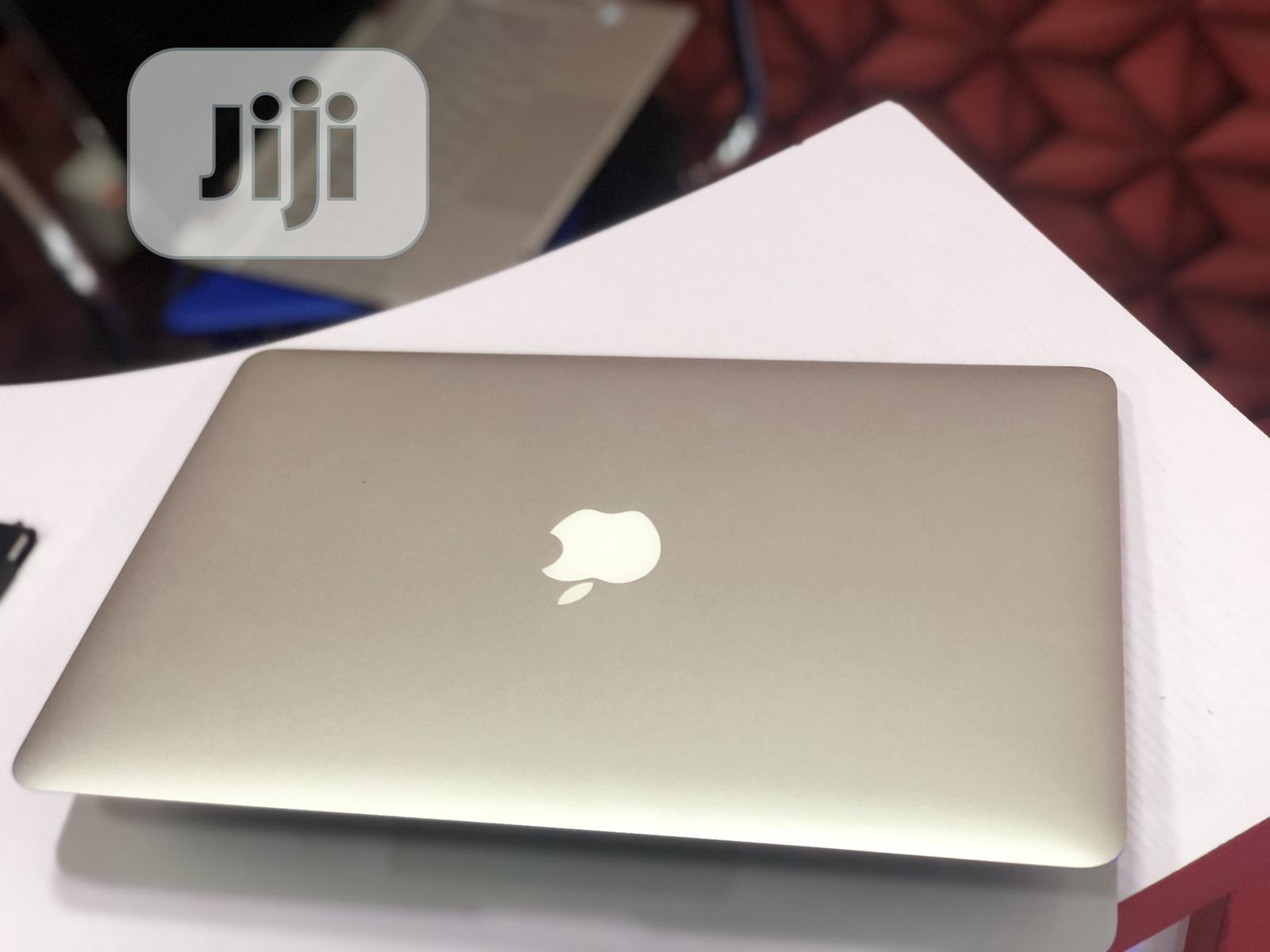 Archive: Laptop Apple MacBook Air 4GB Intel Core I5 SSD 128GB