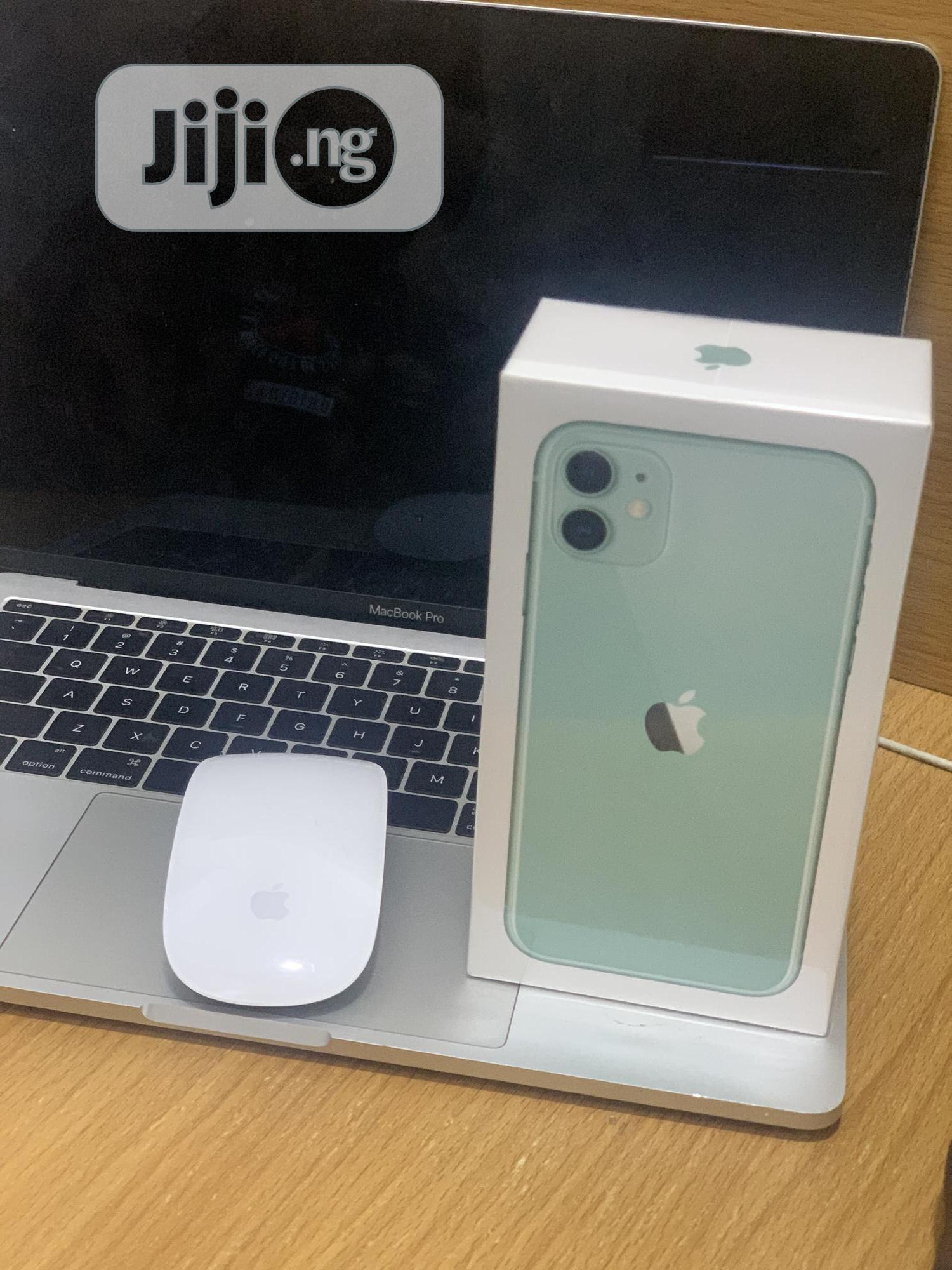 New Apple iPhone 11 128 GB Green