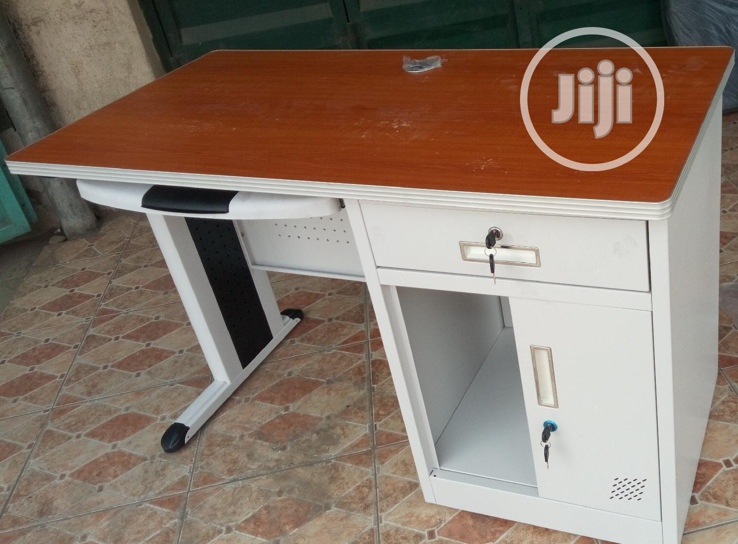 Unquie 4ft Office Metal Table Brand New Impoterd