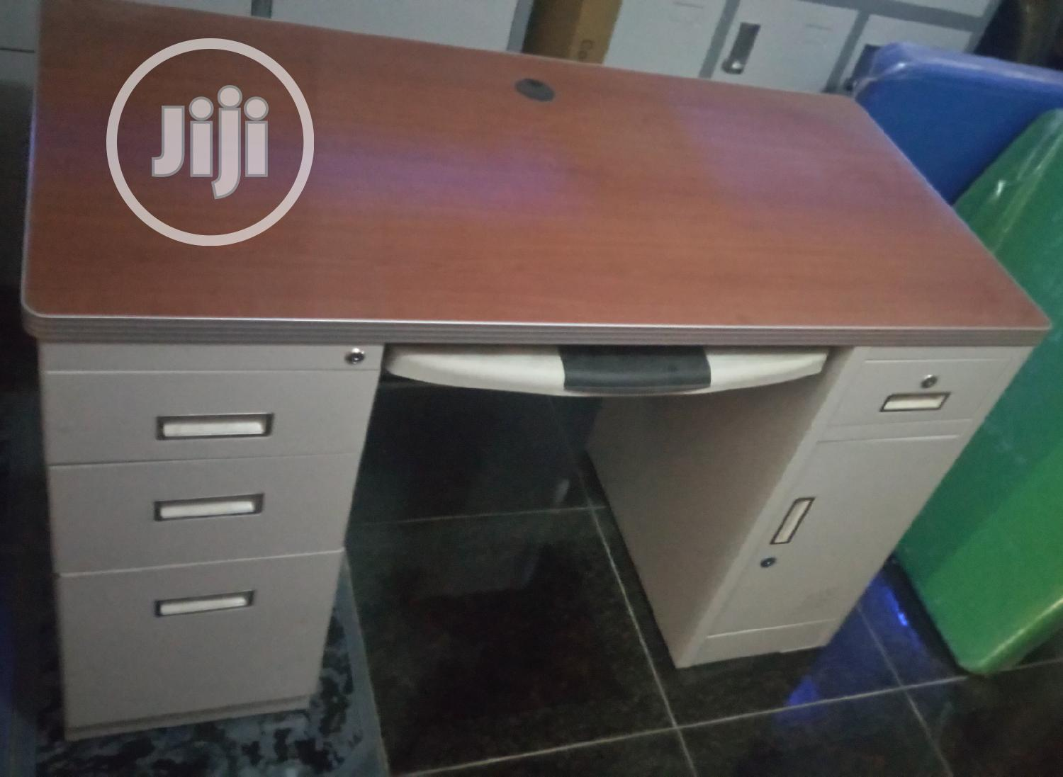 Unquie 4ft Metal Office Table Impoterd Brand New