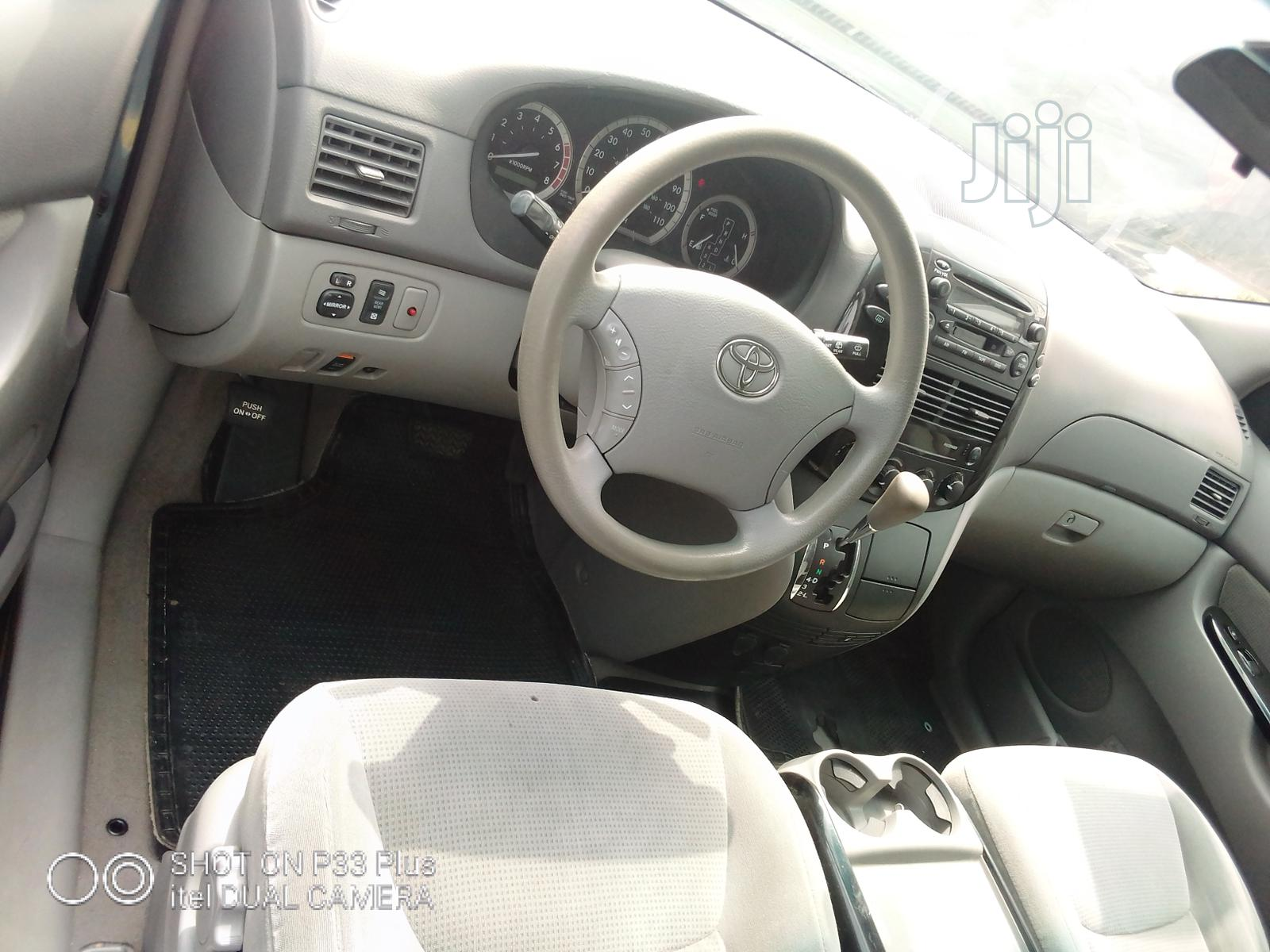 Toyota Sienna 2005 LE AWD Blue | Cars for sale in Apapa, Lagos State, Nigeria