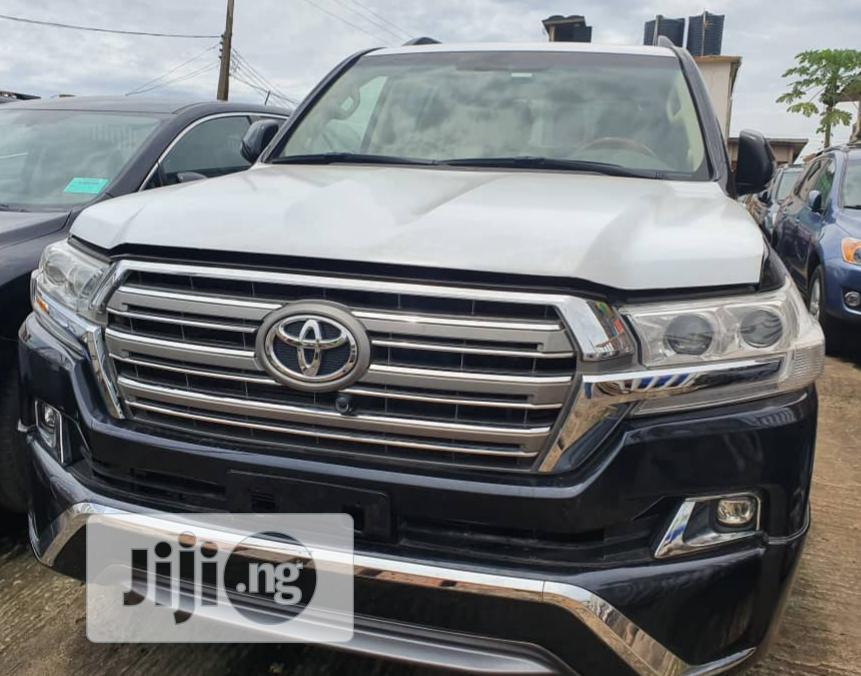 Archive: Toyota Land Cruiser 2017 Black