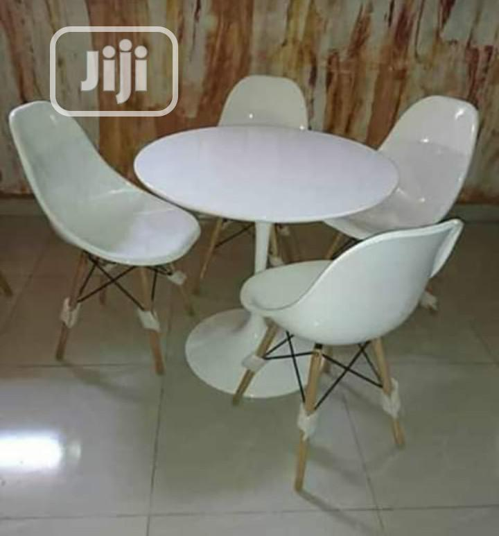 Classic White Restaurant/Bar Set Of Table With 4 Chairs