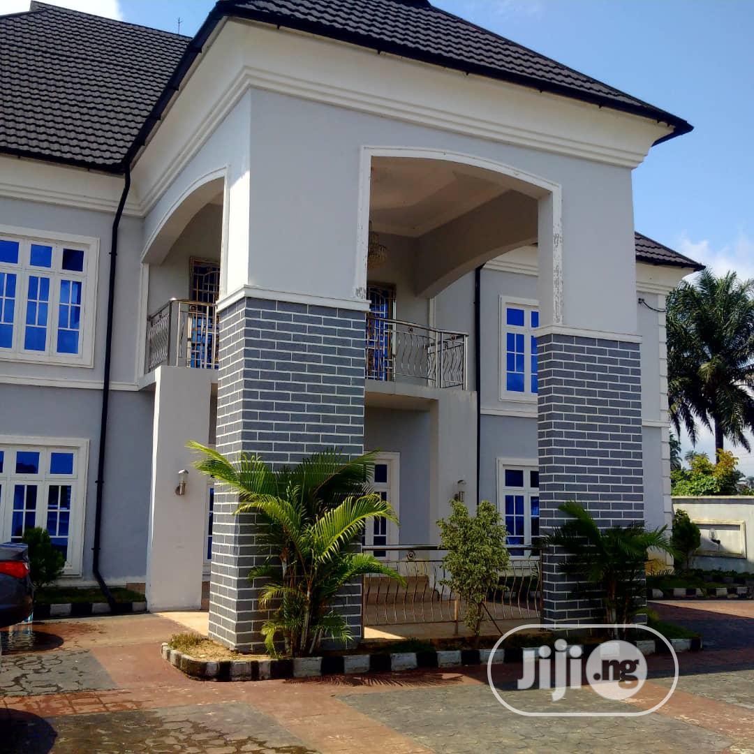 Well Furnished 5bedroom Duplex With BQ For Sale In Shelter Afrq Estate