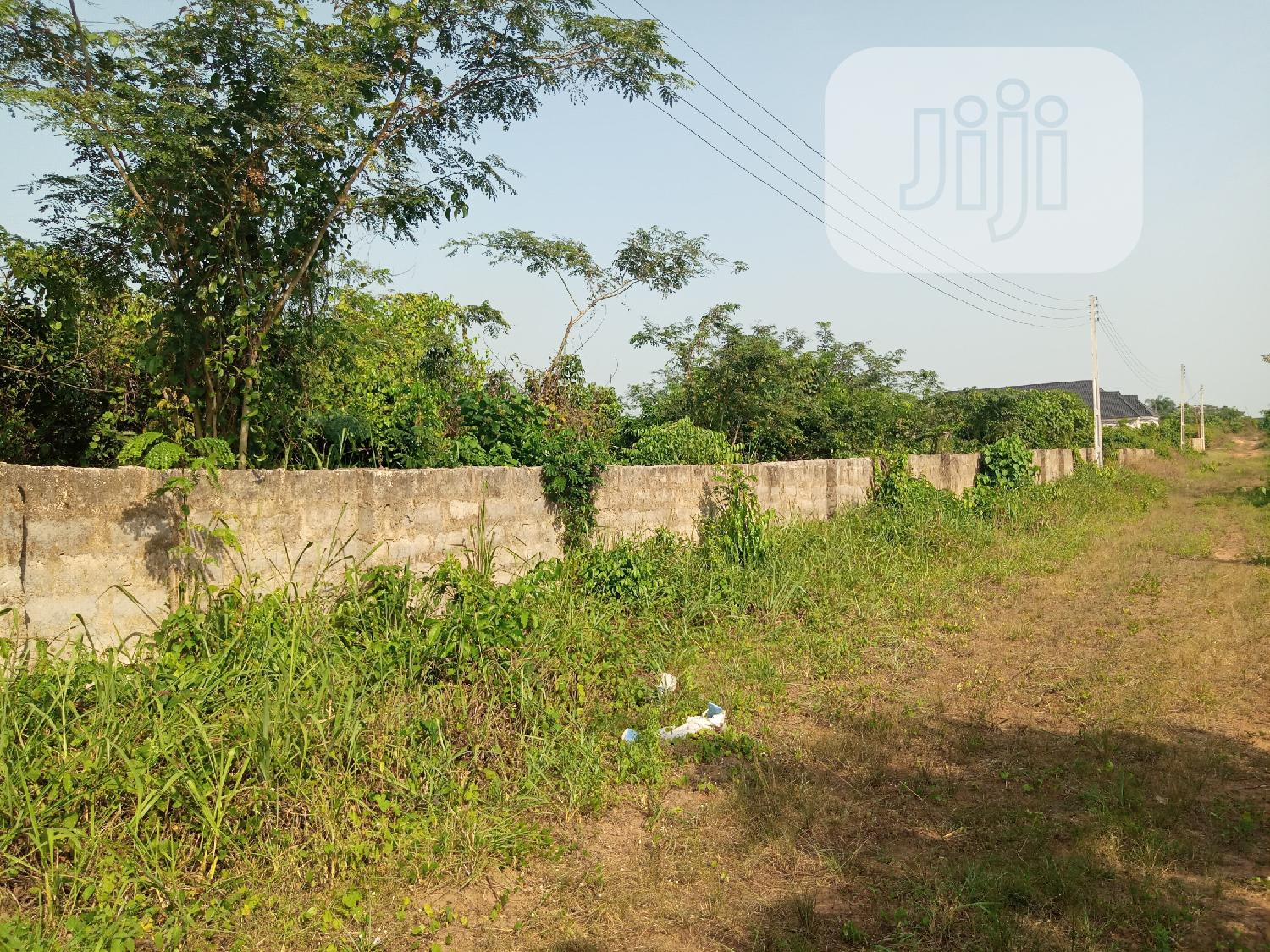 Land 100 by 100 for Sale