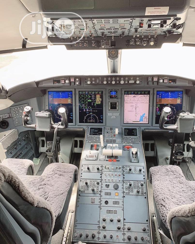 Archive: Ten Sitter Bombardier Challenger 605.
