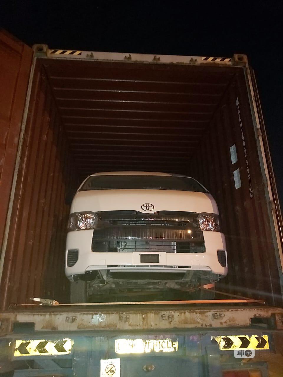 Archive: Toyota Hiace 2015 White