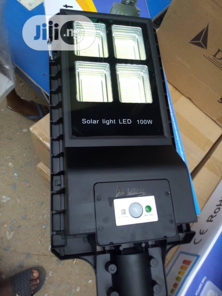 100watts Solar All in One Street Light