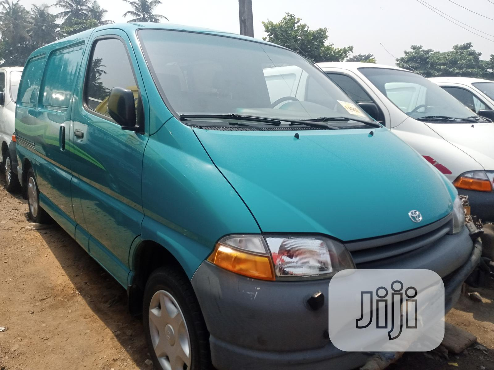 Toyota Hiace Bus Short Container Body