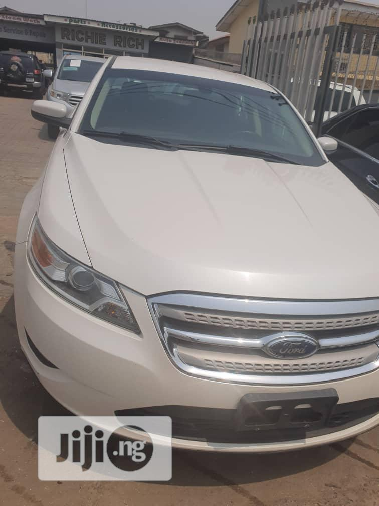 Ford Taurus 2011 Limited White