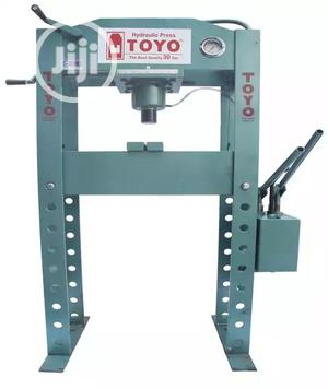 30 Ton Hydraulic Press Machine | Manufacturing Equipment for sale in Lagos State, Ojo