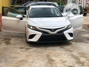 Toyota Camry 2018 SE FWD (2.5L 4cyl 8AM) White   Cars for sale in Lagos State, Ikeja