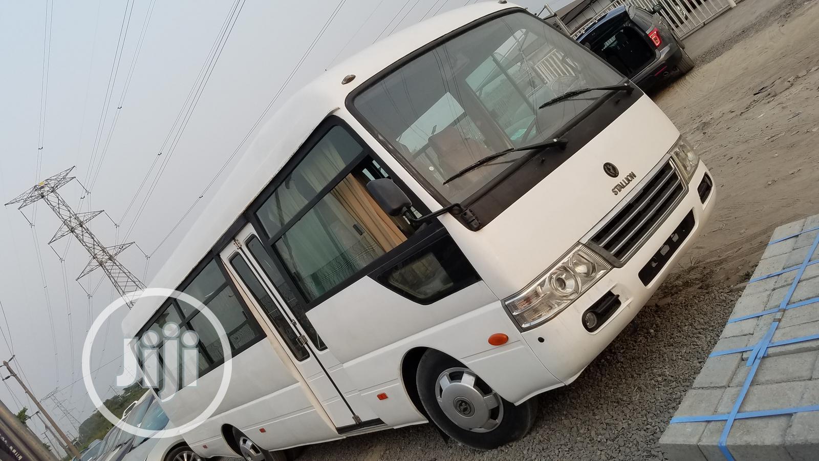 Hyundai HD 2014 White