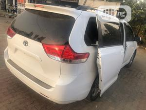 Toyota Sienna LE FWD 8-Passenger 2013 White | Cars for sale in Lagos State, Agege