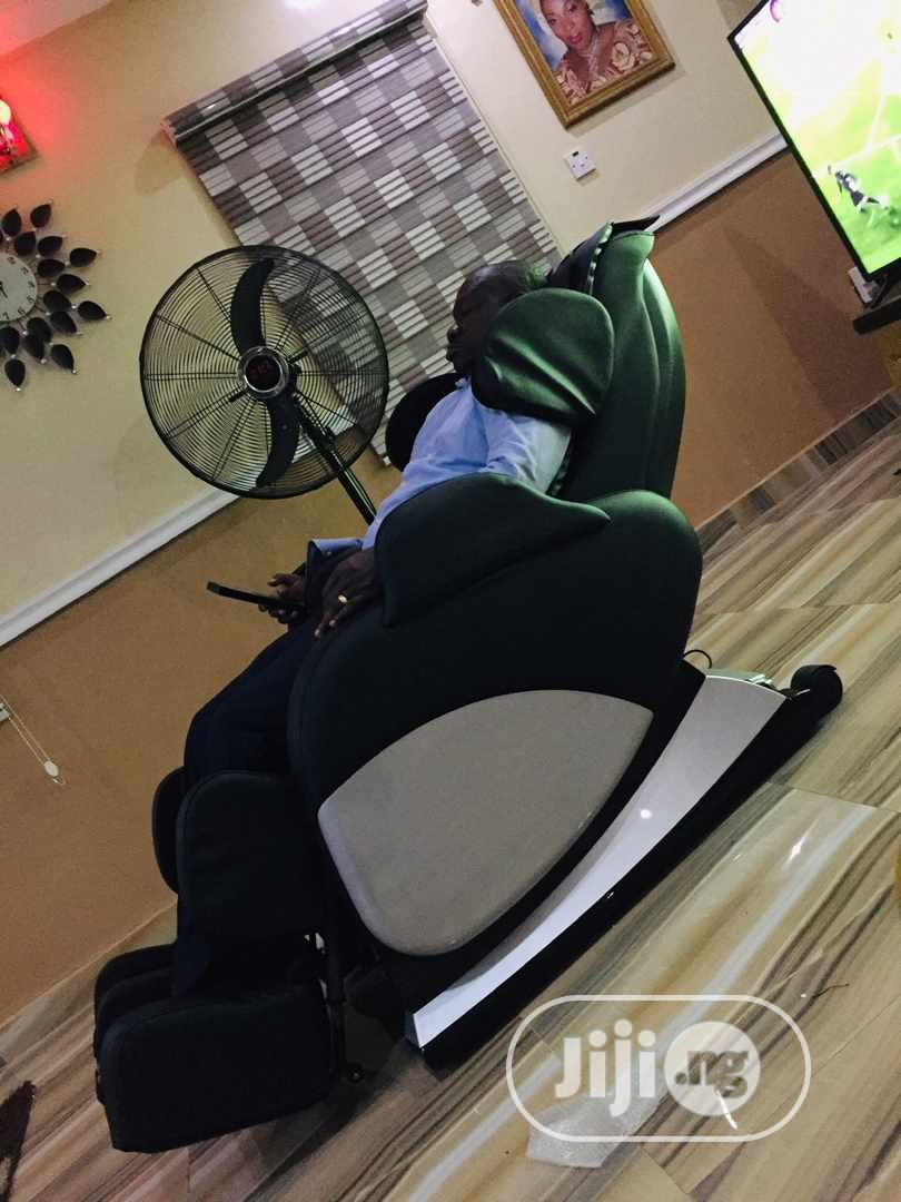 Dulux Massage Chair