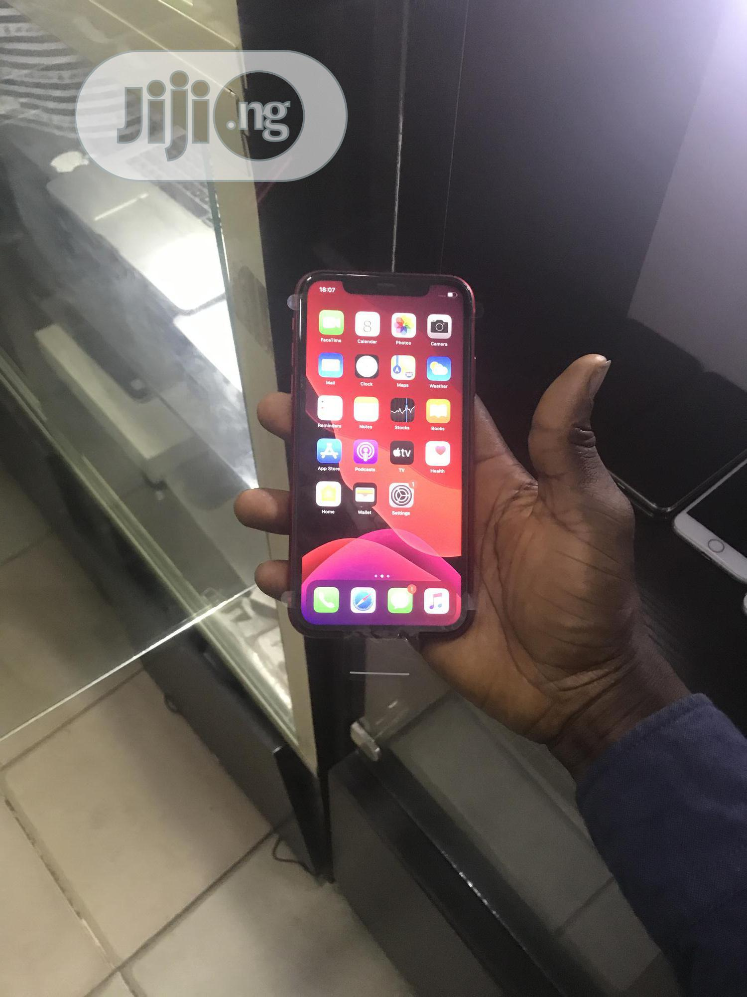 New Apple iPhone 11 64 GB Red