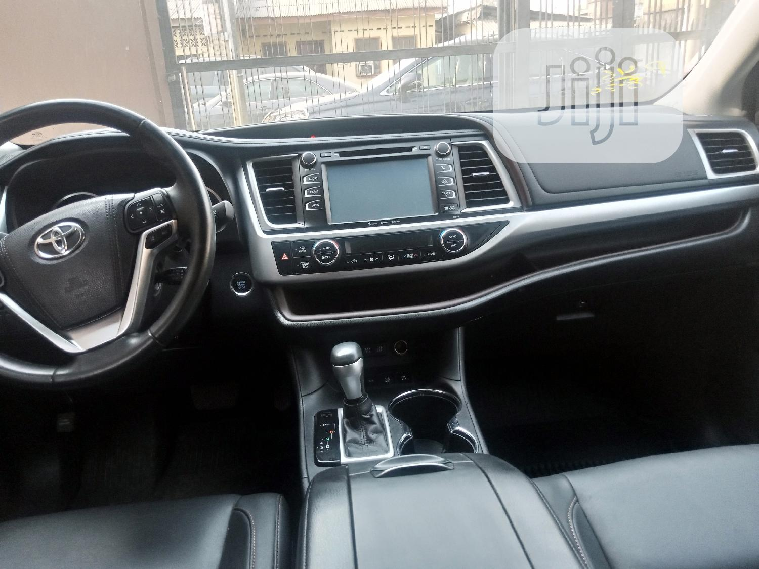 Toyota Highlander 2017 White | Cars for sale in Surulere, Lagos State, Nigeria