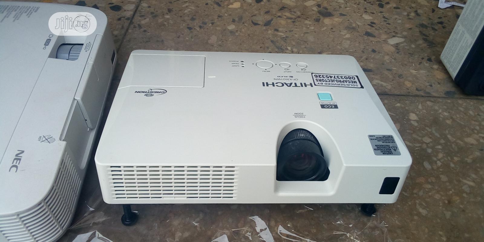 HDMI Hitachi Projector   TV & DVD Equipment for sale in Kubwa, Abuja (FCT) State, Nigeria