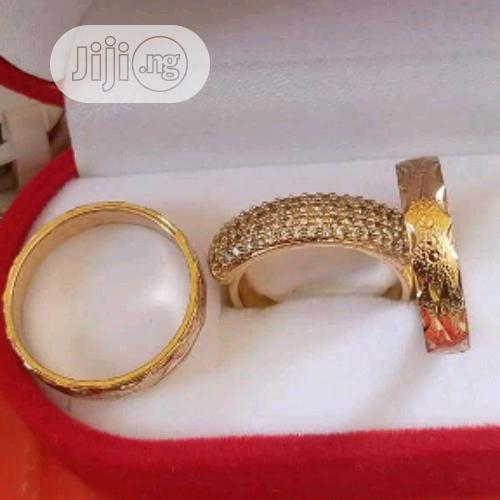 Intallian Gold Wedding Ring Set