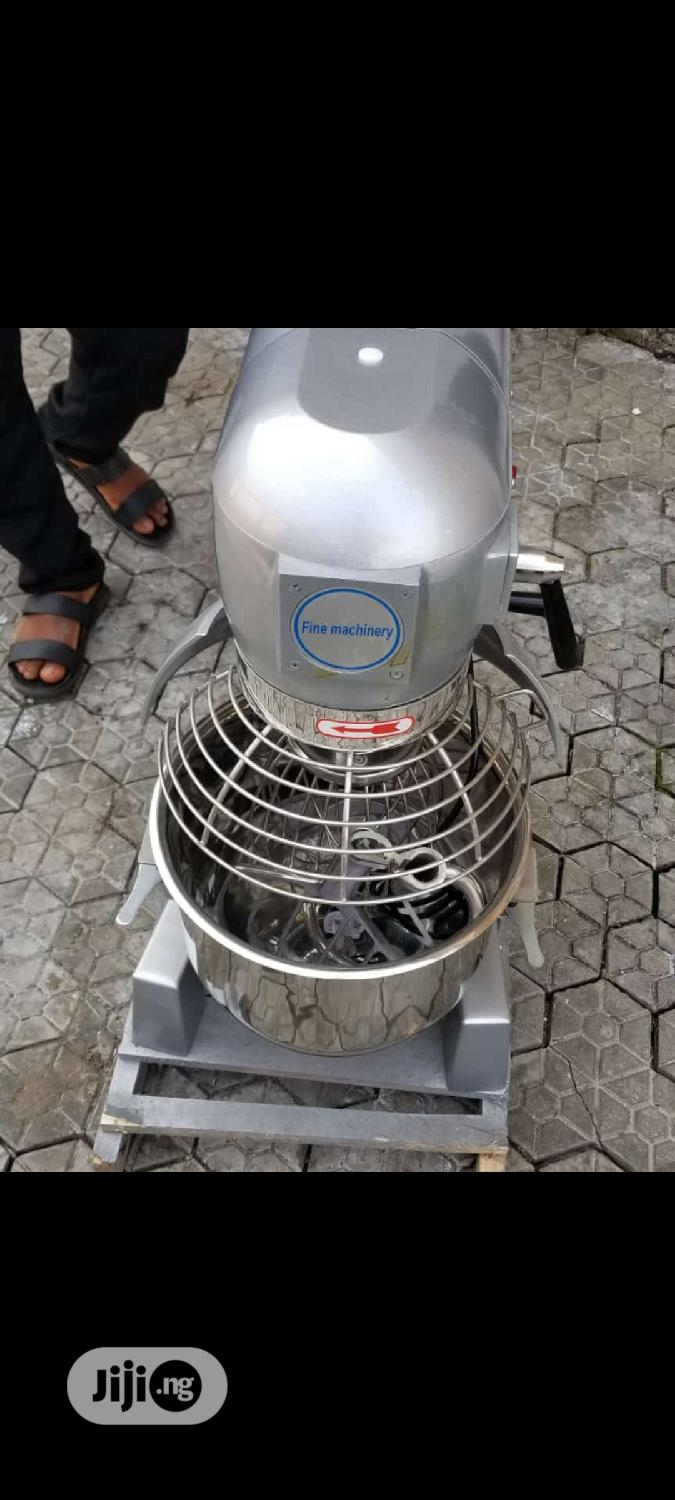 Commercial Cake And Planetary Mixer. Cake Mixer 20liters