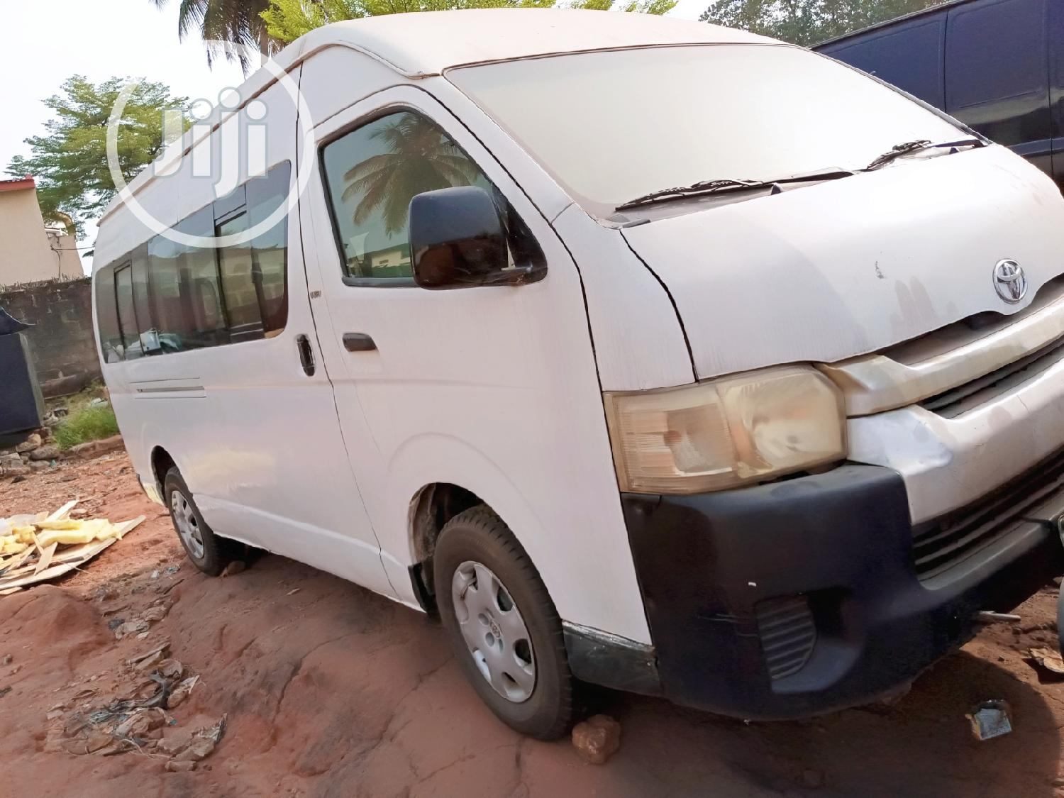 Archive: Toyota Hiace High Roof