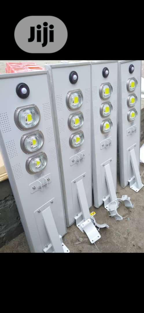 Soler Street Light All In One With Sensors Control Industry