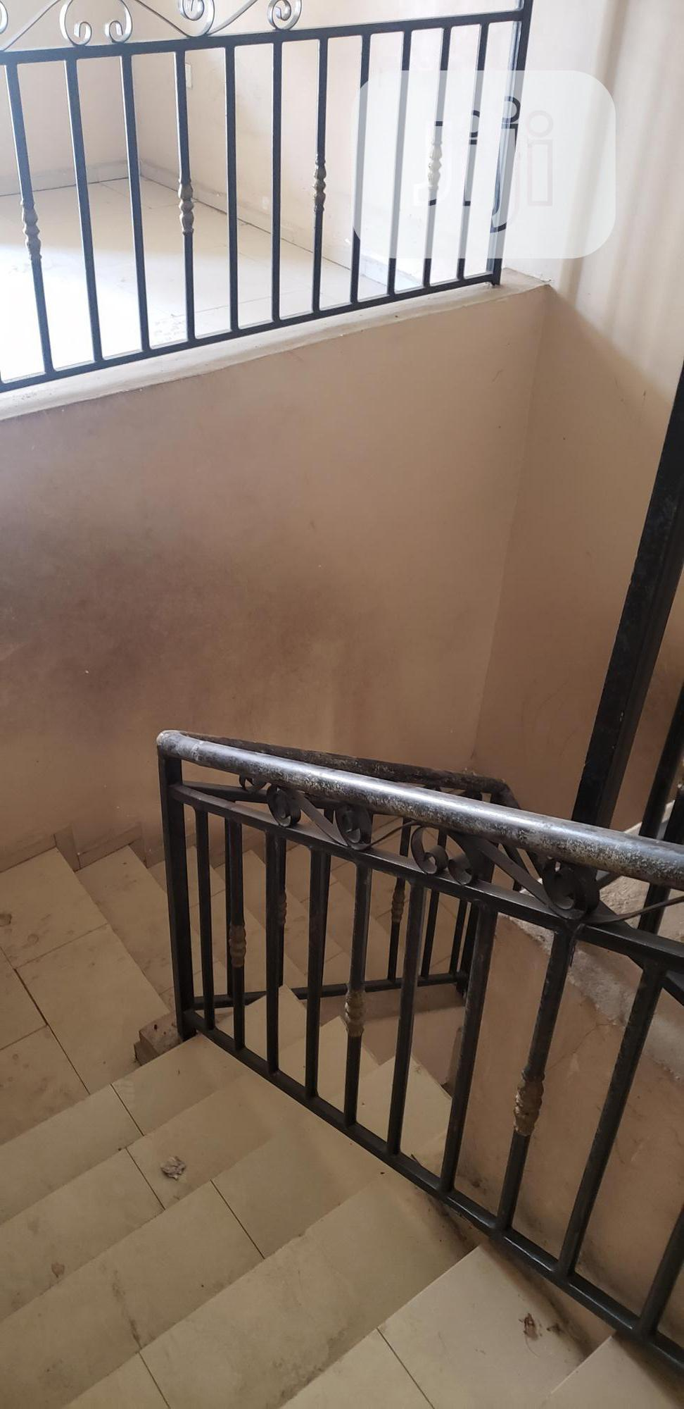 Archive: Well Renovated 5 Bedroom Duplex At Magodo Phase1 Isheri