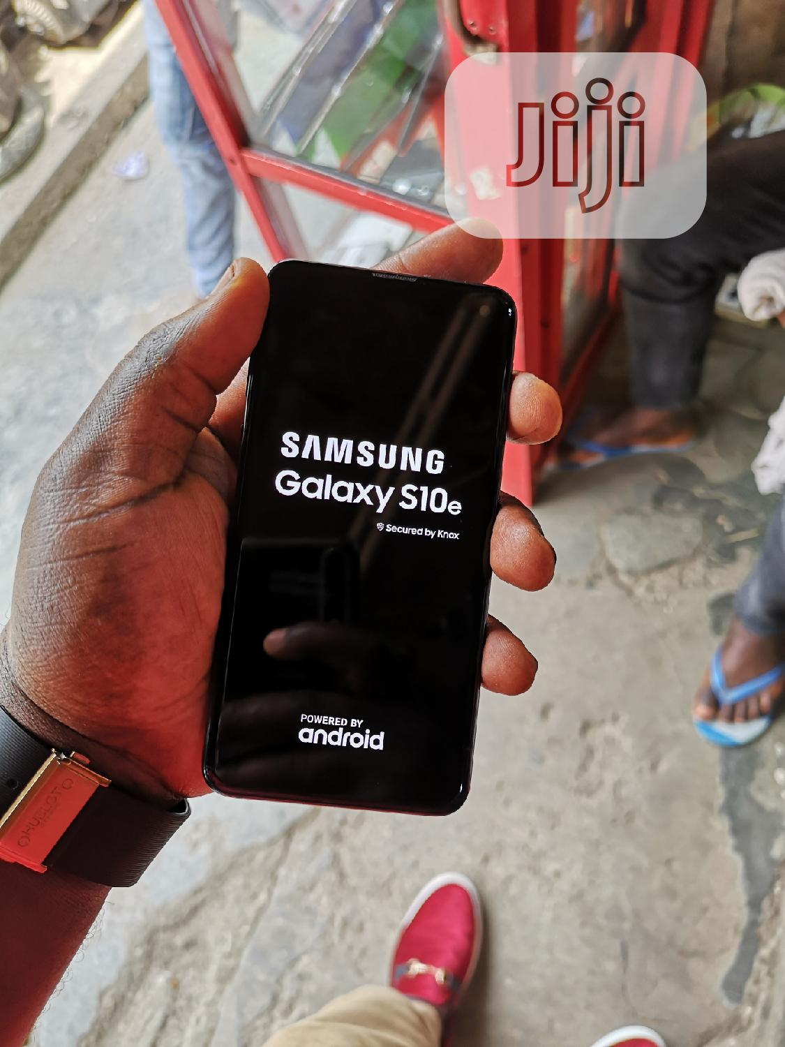 Samsung Galaxy S10e 128 GB Black