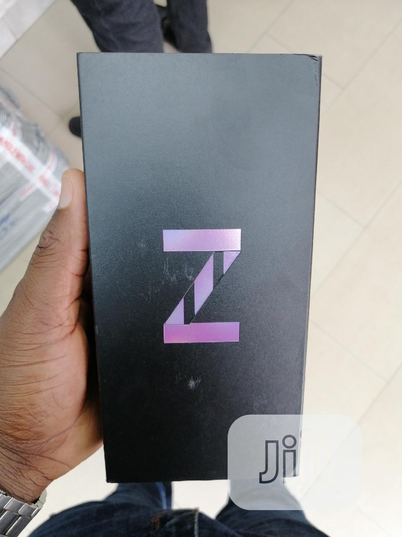 New Samsung Z 16 GB Black