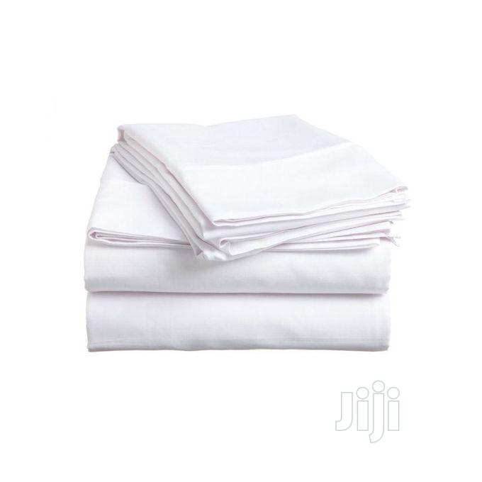 Correct Plain White 7x7 Bedsheet With 4 Pillow Cases