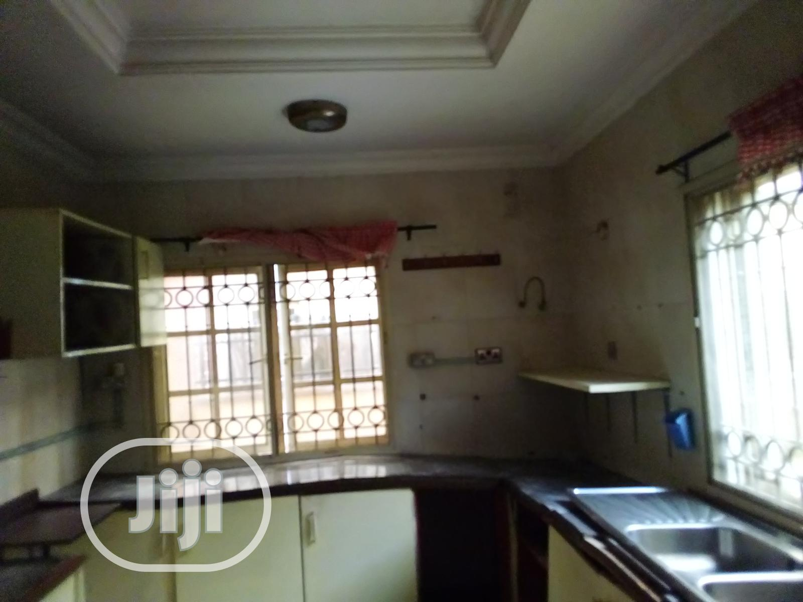 Archive: Executive 4 B/R Duplex And A 4 B/R Bungalow At NUJ 1, Arepo
