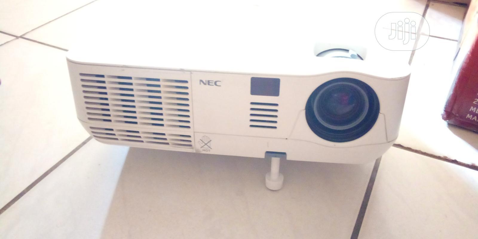 NEC Projector V260