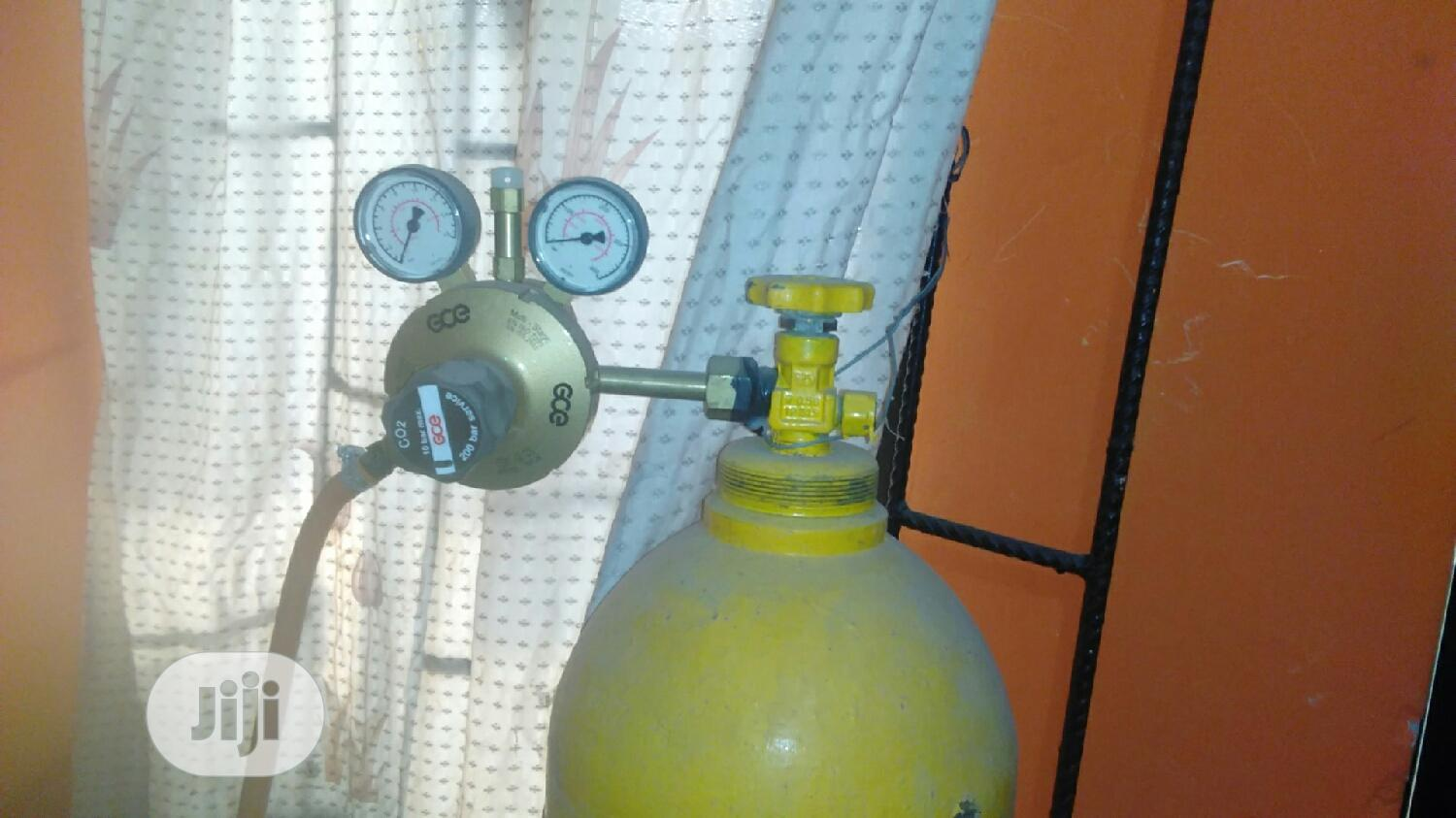 Archive: CO2 Gas Cylindar + Content (Food Grade) With Control Gauge