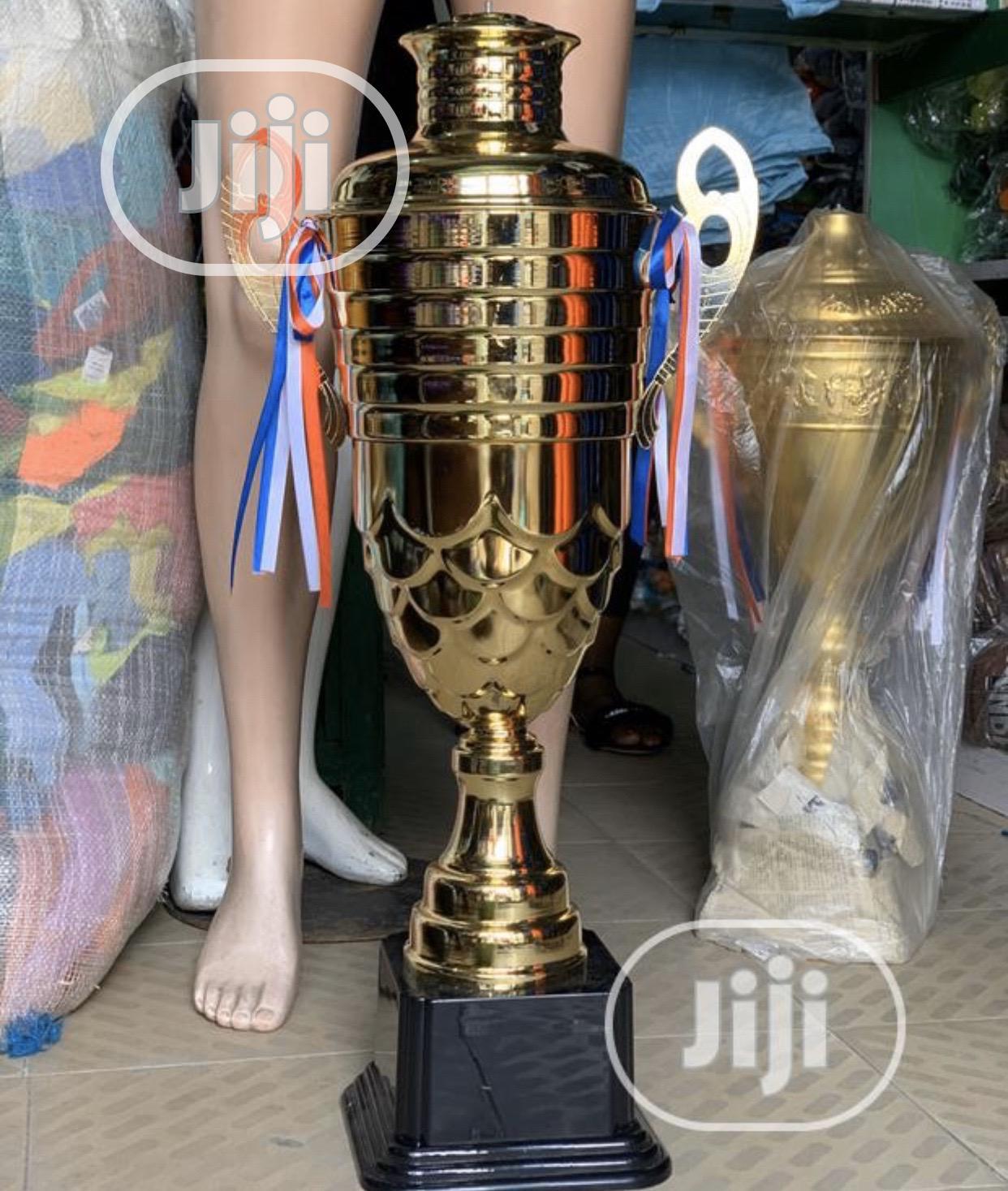 Gaint Trophy( Gold)