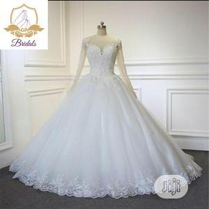 Wedding Gown For Rent With Veil, Basket, Tiara, Bouquet Robe   Wedding Wear & Accessories for sale in Lagos State, Magodo