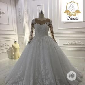 Wedding Dress for Rent With Veil, Bouquet and Tiara   Wedding Wear & Accessories for sale in Lagos State, Magodo