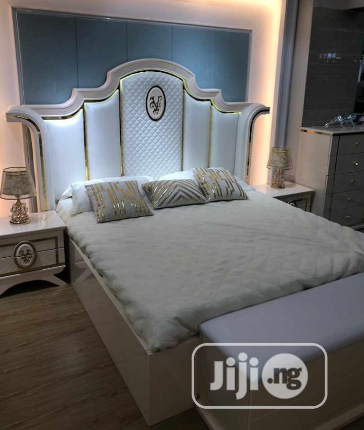 Antic Royal Bed