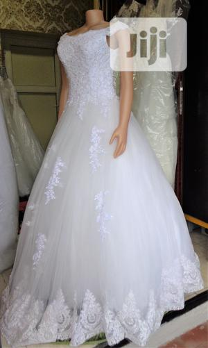 Wedding Gown For Rent With Veil, Basket, Tiara, Bouquet   Wedding Wear & Accessories for sale in Lagos State, Magodo