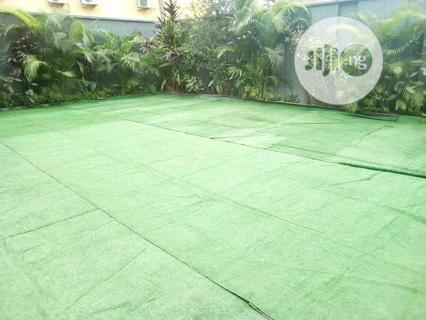 Clean Artificial Grass For Your Backyard Garden Decoration